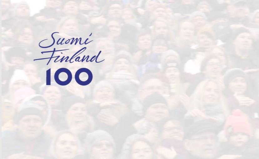 Blurrattu kuva väkijoukosta ja päällä Suomi100-logo.