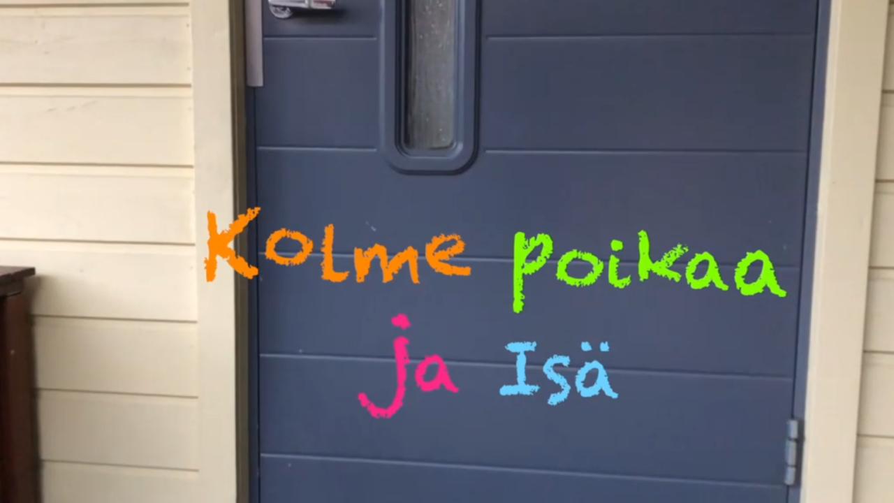 Talon ulko-ovi ja oven päällä videon nimi värikkäällä tekstillä.