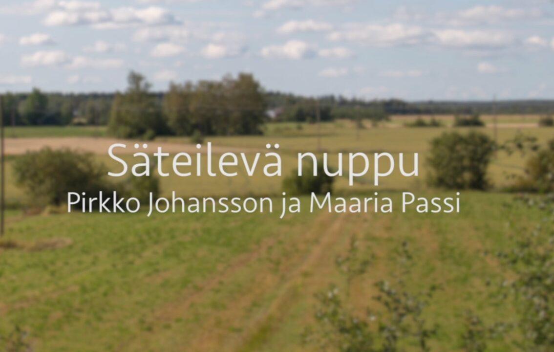 Kesäinen peltomaisema ja kuvan päällä videon ja viittojien nimet.