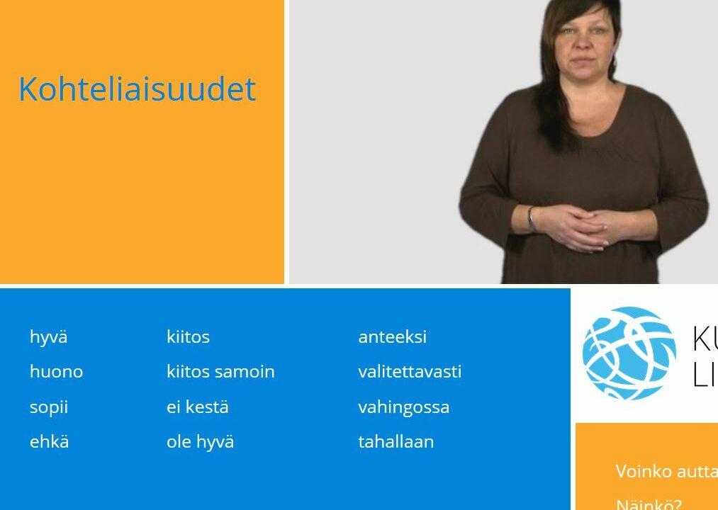 Nainen katsoo kameraan ja ympärillä suomen kielen sanoja.