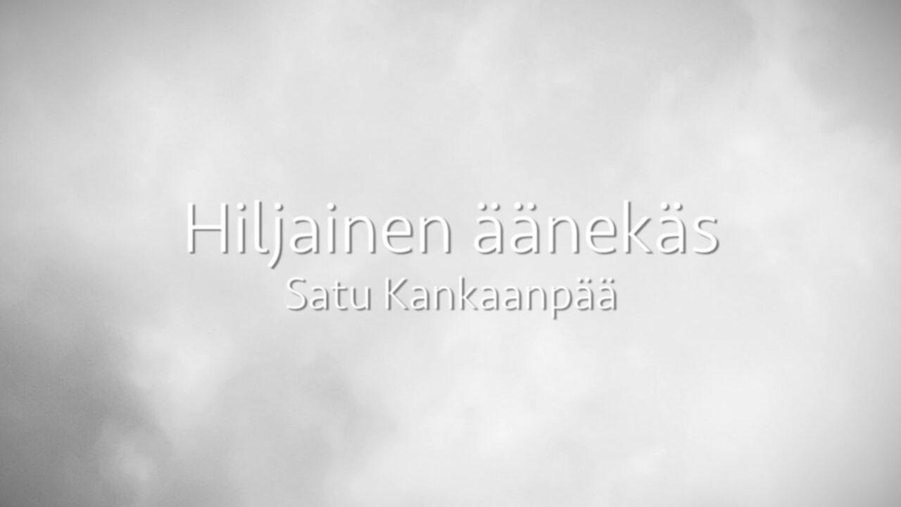 Vaalealla pilvimäisellä taustalla videon nimi kirjoitettuna.