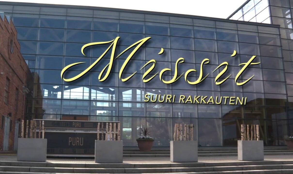 Sibelius-talo, sen päällä videon nimi.